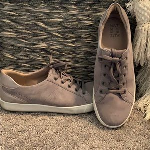 Naturalizer Gray Suede sneakers Size 10w.